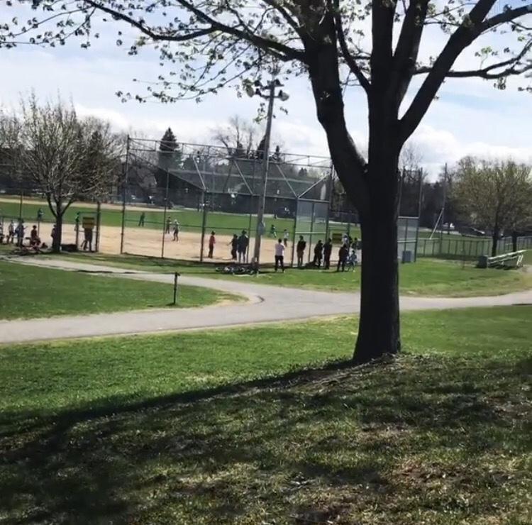 Hampstead Park | park | 30 Lyncroft St, Hampstead, QC H3X 3E3, Canada | 5143698260 OR +1 514-369-8260