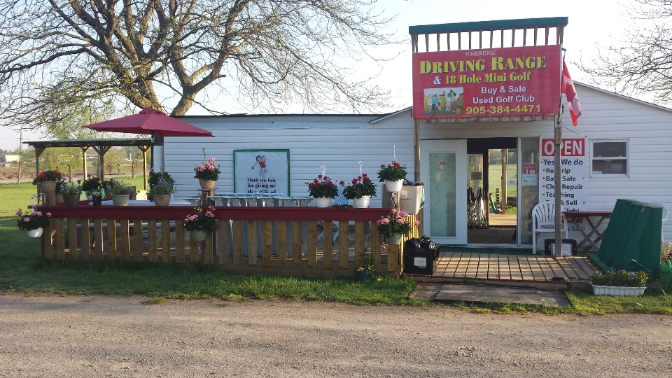 Pineridge Driving Range & 18 Hole Mini Golf | point of interest | 1723 Merrittville Hwy, Welland, ON L3B 5N5, Canada | 9053844471 OR +1 905-384-4471