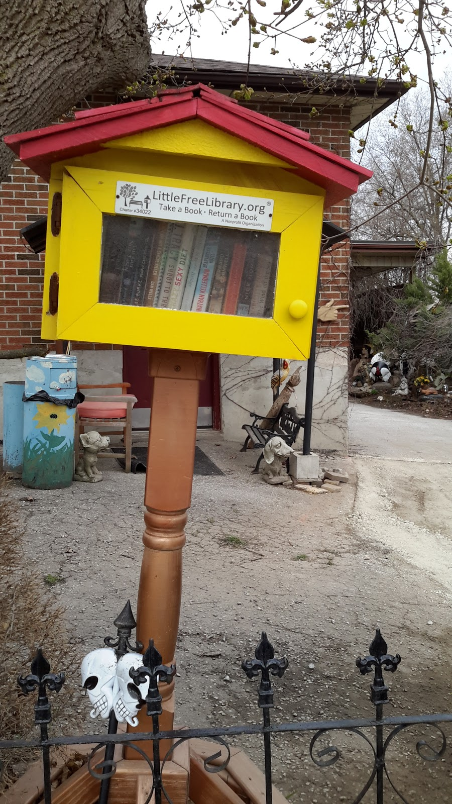 Little Free Library #34022 | library | 9001-9169 Creditview Rd, Brampton, ON L6X 0E5, Canada