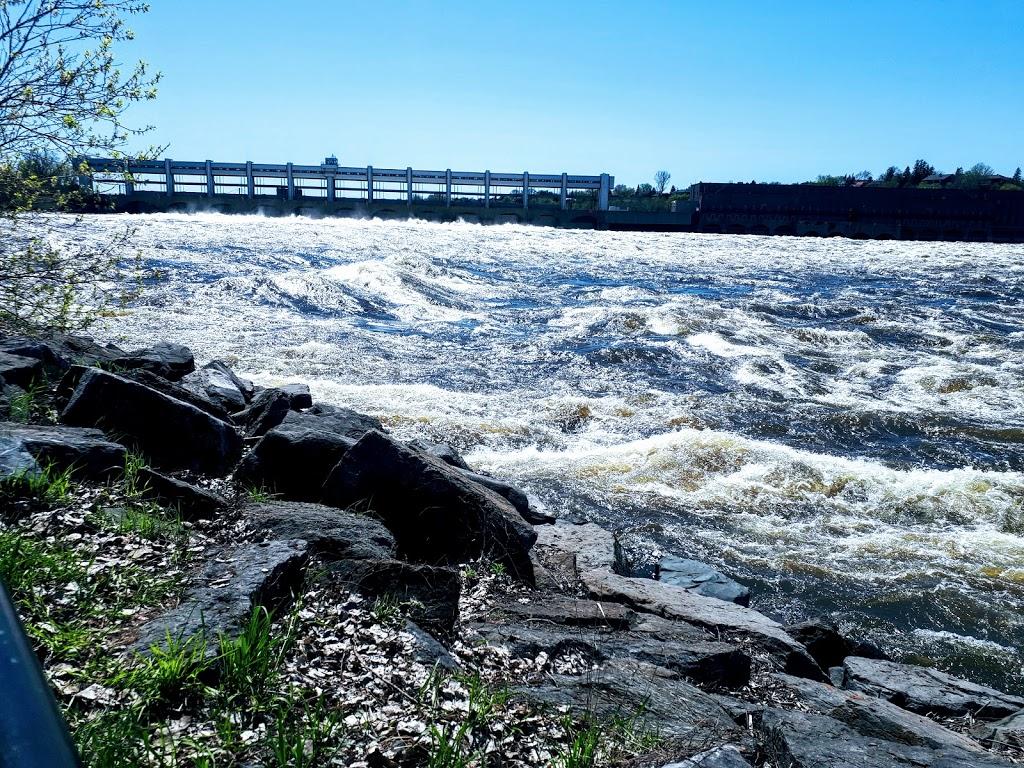 Berge de lAlose | park | 3560 Rue du Barrage, Laval, QC H7E 2P1, Canada | 4509788000 OR +1 450-978-8000