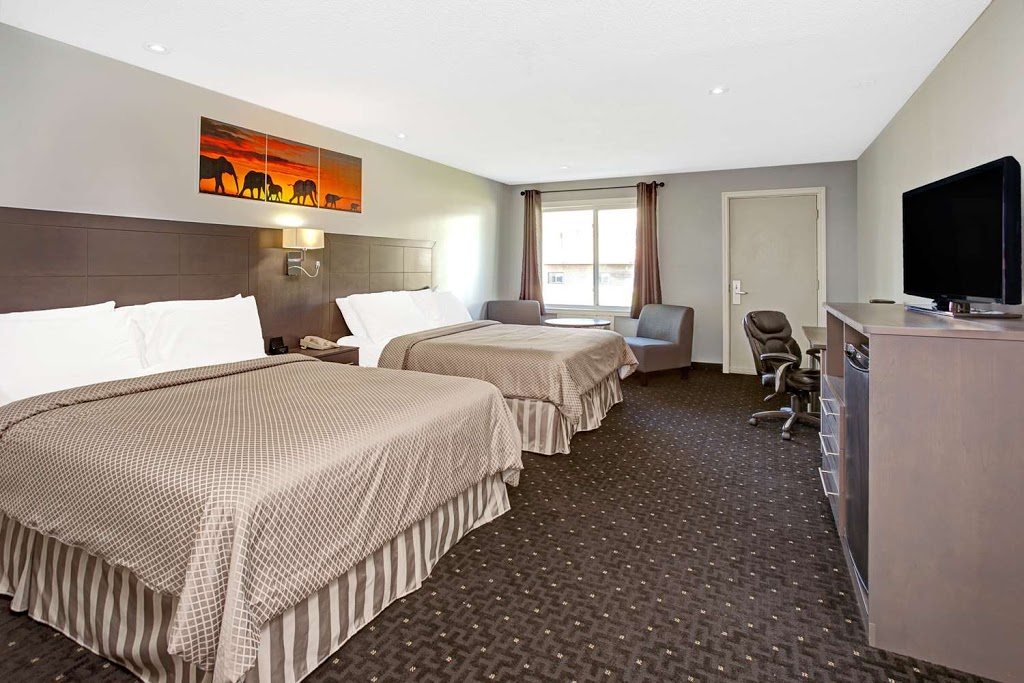 Howard Johnson by Wyndham Gananoque   lodging   550 King St E, Gananoque, ON K7G 1H2, Canada   6133823911 OR +1 613-382-3911