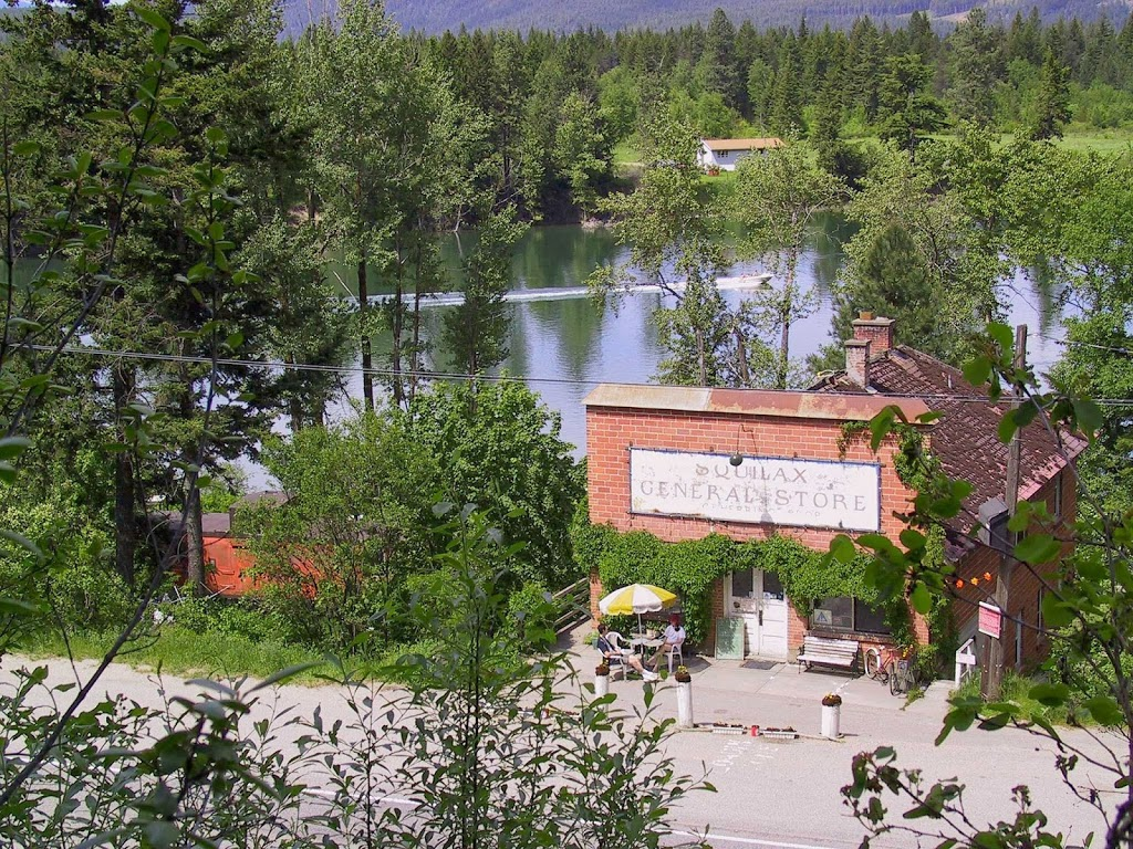 Squilax General Store and Hostel | cafe | Squilax, 229 Trans-Canada Hwy, Chase, BC V0E 1M1, Canada | 2506752977 OR +1 250-675-2977