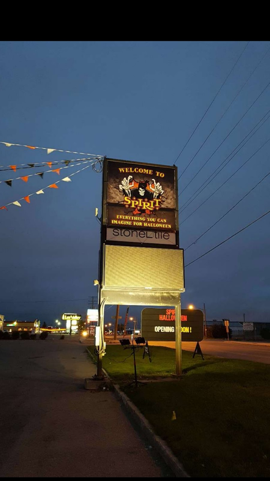 Spirit Halloween   clothing store   710 51st St, Saskatoon, SK S7K 4K4, Canada   3069348056 OR +1 306-934-8056