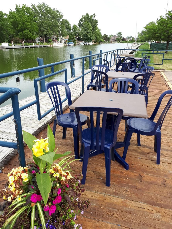 Dockside On The Cove | restaurant | 466 Tisdelle Dr, Tilbury, ON N0P 2L0, Canada | 5196823000 OR +1 519-682-3000