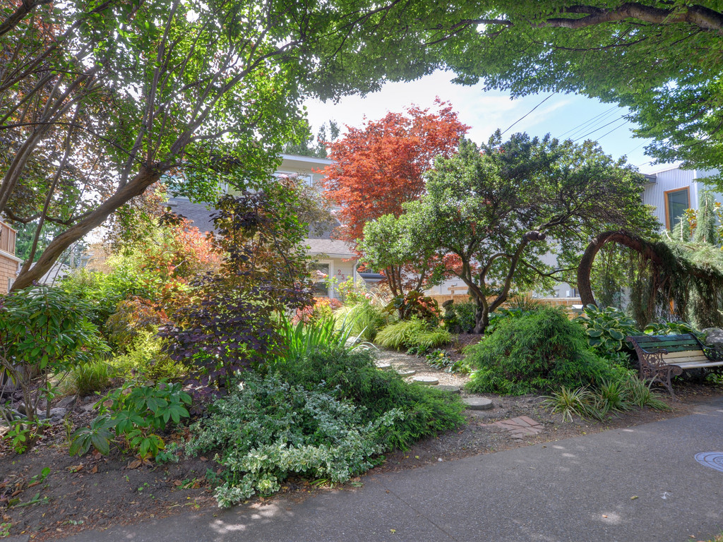 James Bay Guest House and Garden Retreat | lodging | 251 Superior St, Victoria, BC V8V 1T4, Canada | 2505148050 OR +1 250-514-8050