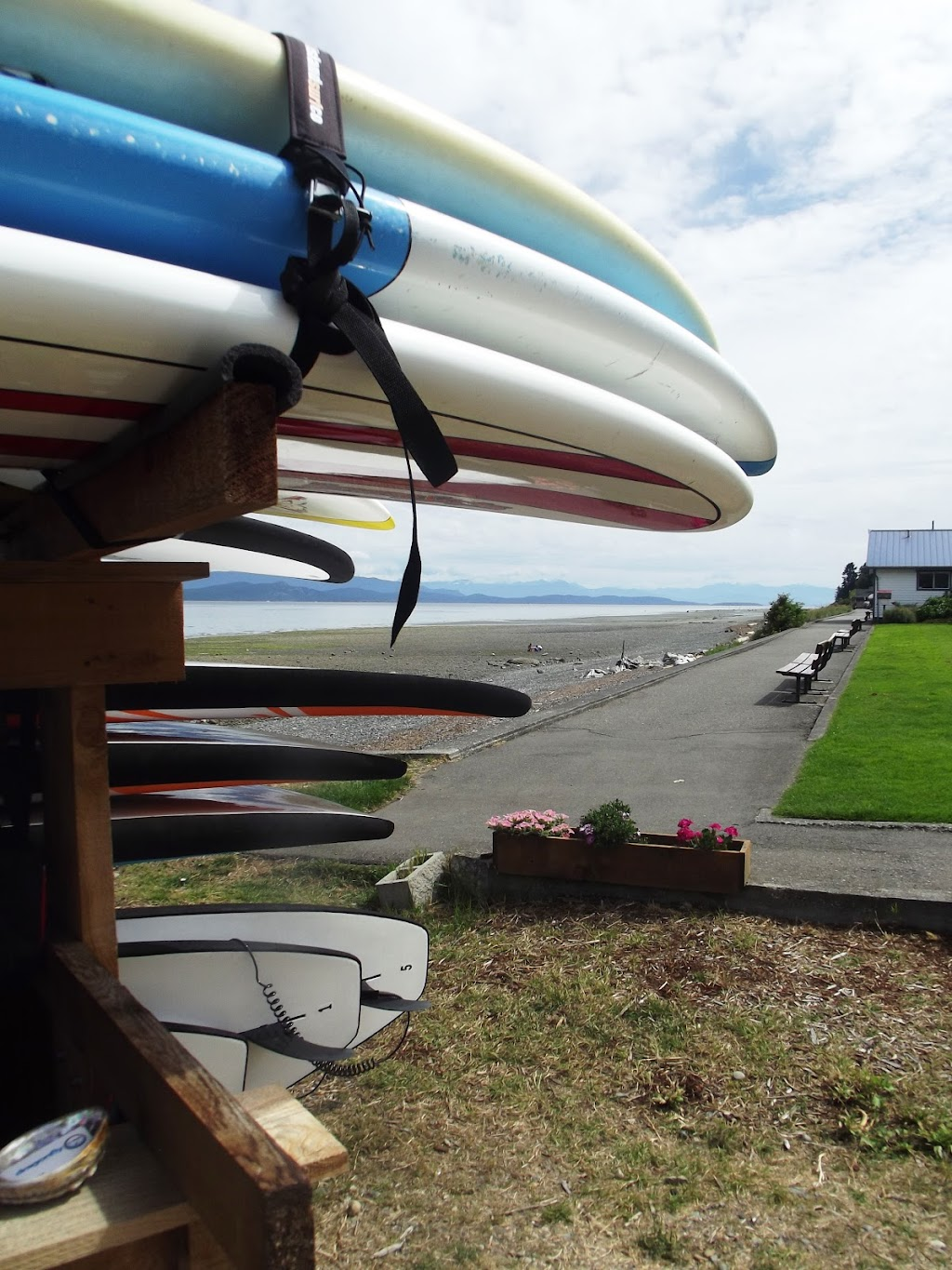 Dragonfly Stand Up Paddle Board Rentals | point of interest | 2831 Island Hwy W, Qualicum Beach, BC V9K 2C4, Canada | 6046179194 OR +1 604-617-9194