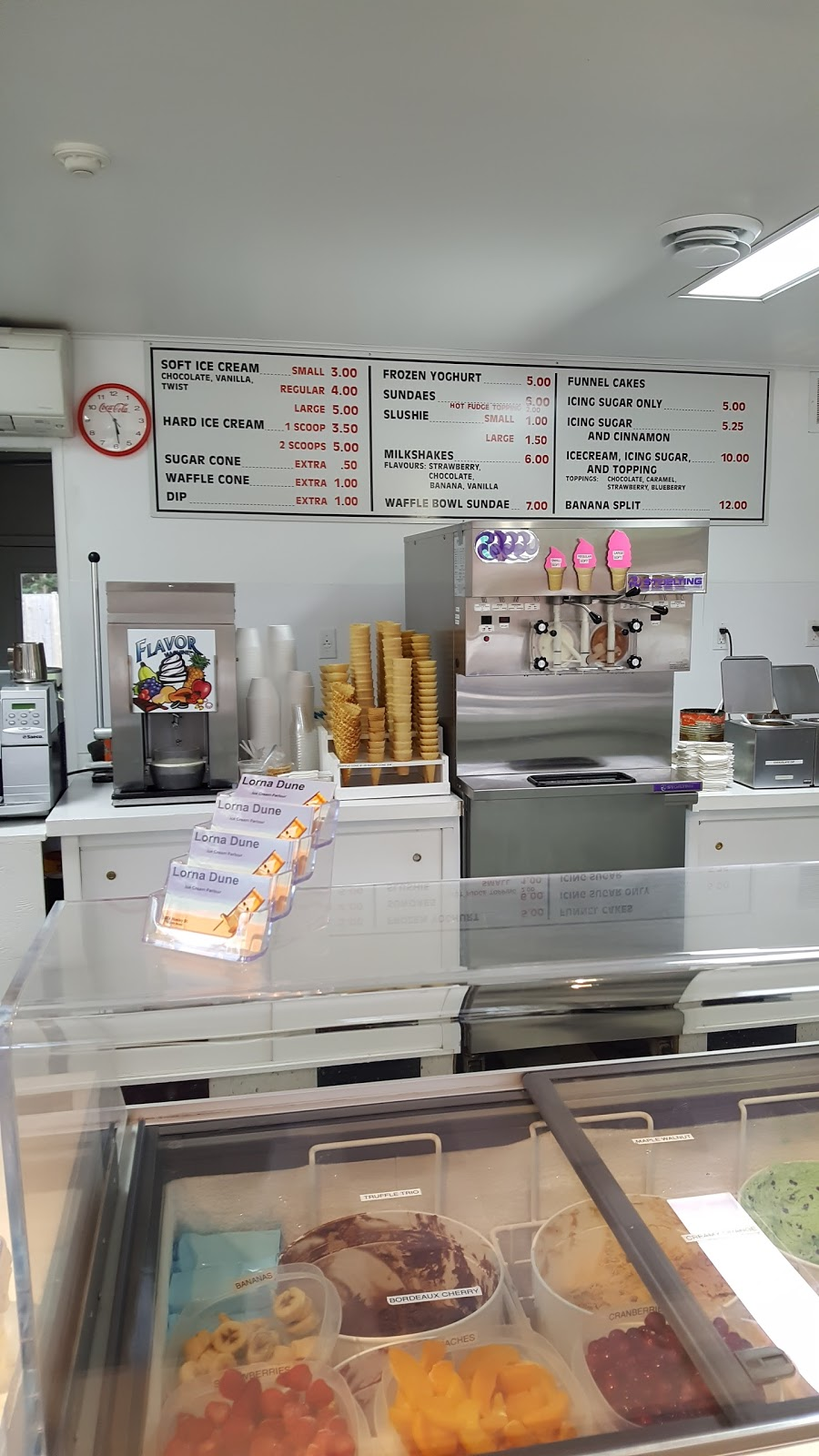 Lorna Dunes Ice Cream   store   3373 Mosley St, Wasaga Beach, ON L9Z 1T6, Canada