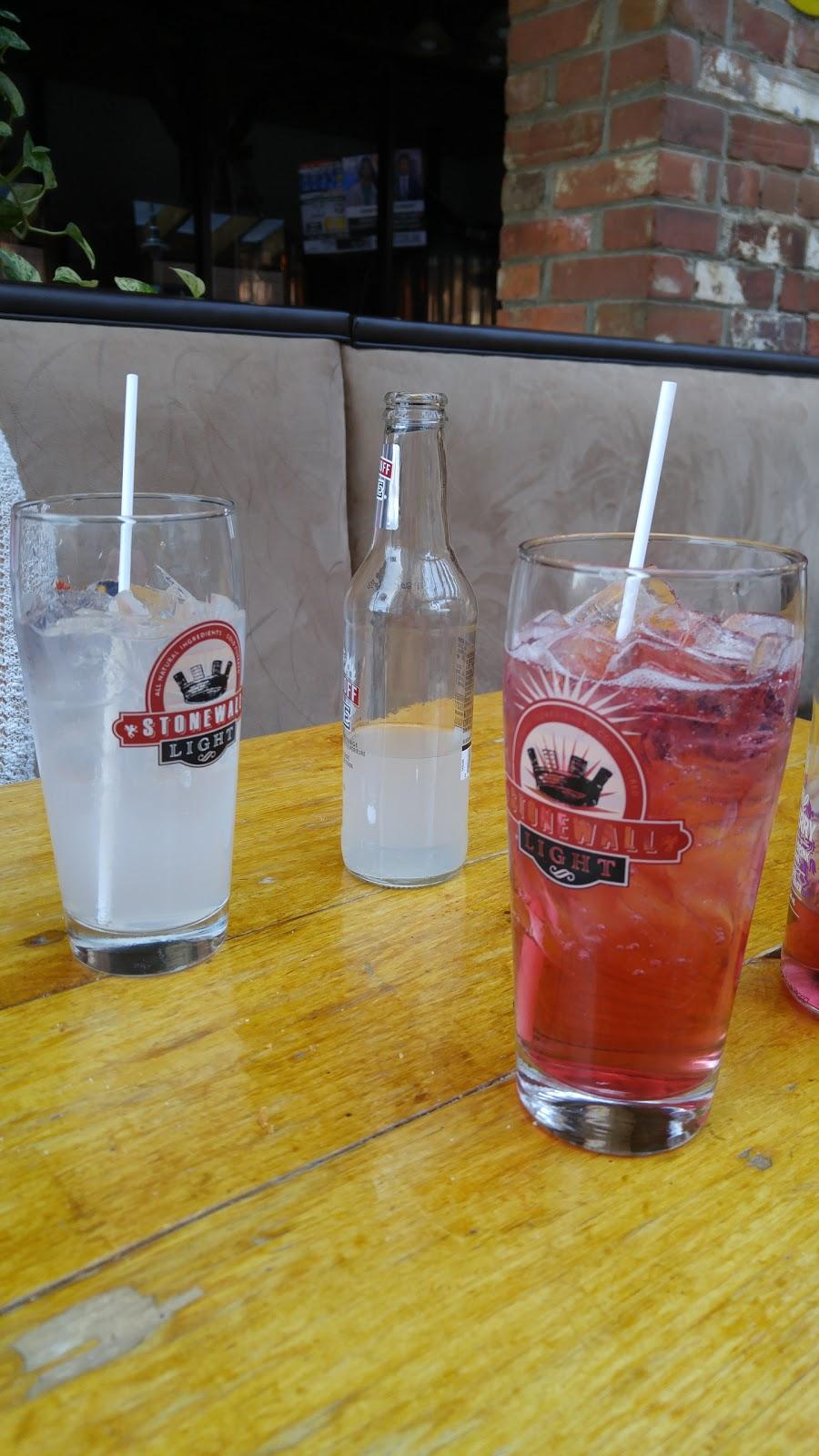 Tracks Brew Pub | restaurant | 60 Queen St E, Brampton, ON L6V 1A9, Canada | 9054533063 OR +1 905-453-3063