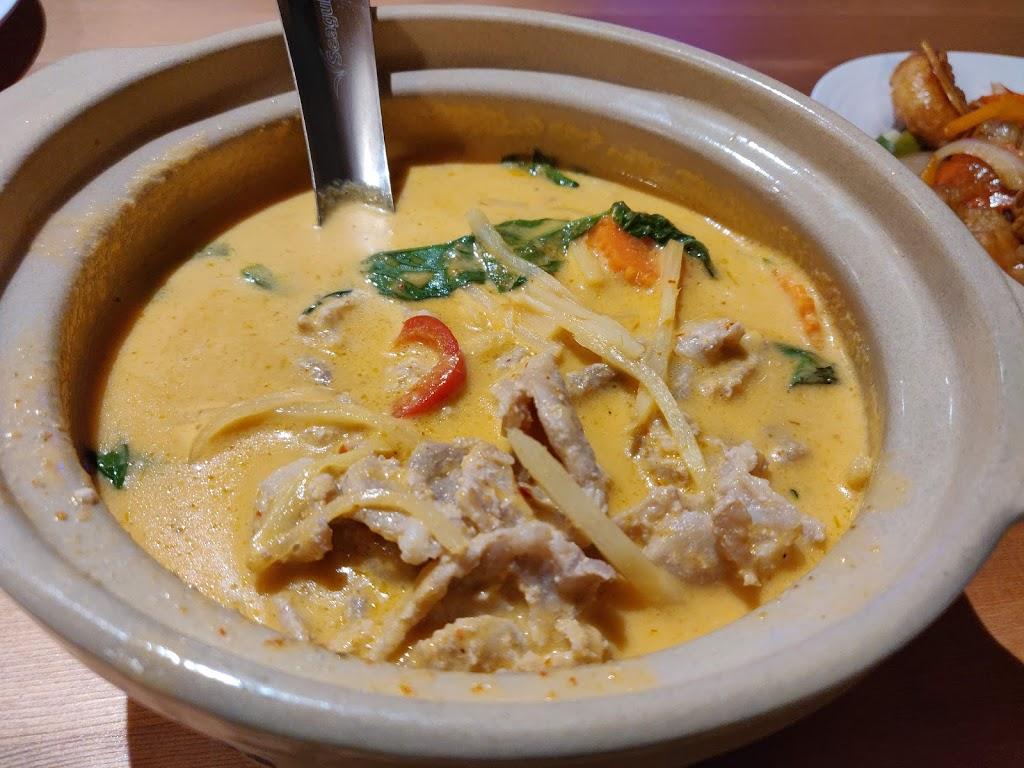 White Elephant Thai Cuisine | restaurant | 1808 19 St NE, Calgary, AB T2E 4Y3, Canada | 4034571172 OR +1 403-457-1172