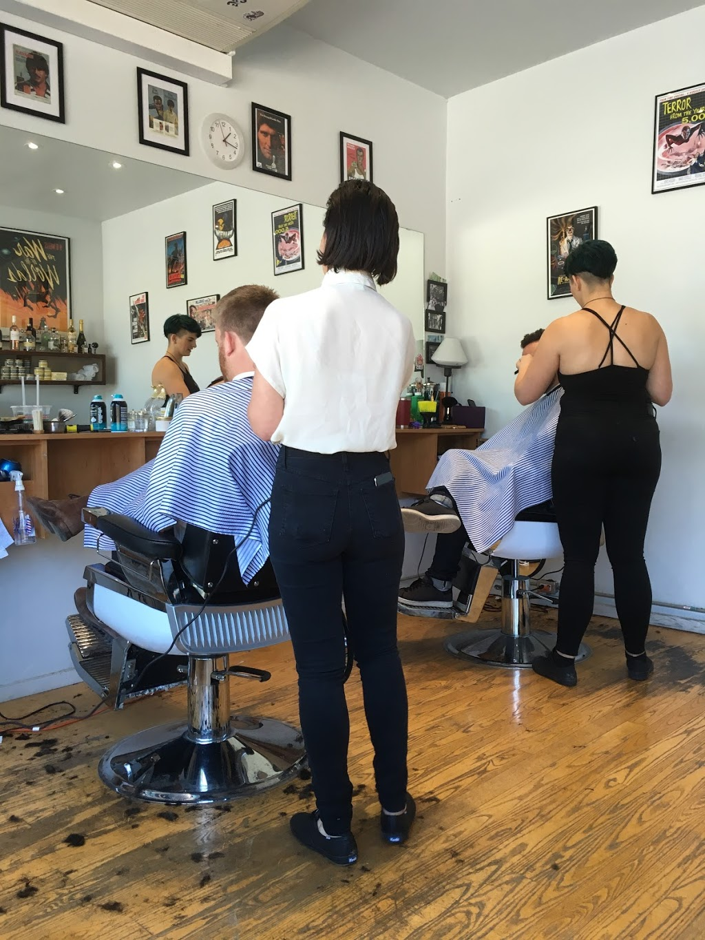 Comrades Barbershop | hair care | 209 Harbord St, Toronto, ON M5S 1H6, Canada | 4163177059 OR +1 416-317-7059