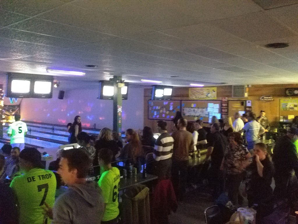 Chicos Bowl & Sports Lounge   bowling alley   4441 Chenier St, Hanmer, ON P3P 1L9, Canada   7059696386 OR +1 705-969-6386
