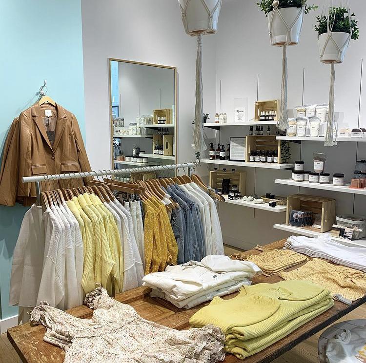 Lee & Me Boutique   clothing store   900 Maple Ave, Burlington, ON L7S 2J8, Canada   9056392936 OR +1 905-639-2936
