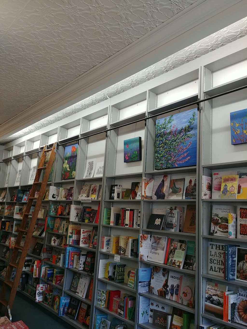 King W. Books | book store | 1060 King St W, Hamilton, ON L8S 1L7, Canada | 9055272442 OR +1 905-527-2442