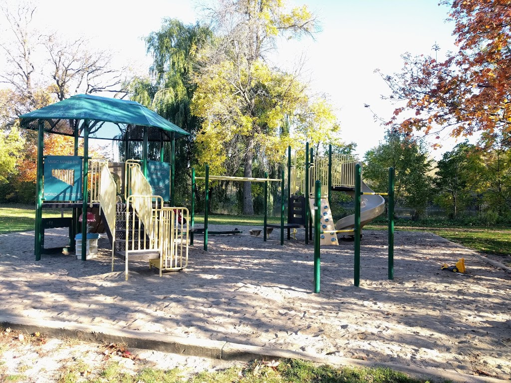Brantwood Park | park | 39 Onslow Crescent, Ottawa, ON K1S, Canada | 6135802400 OR +1 613-580-2400