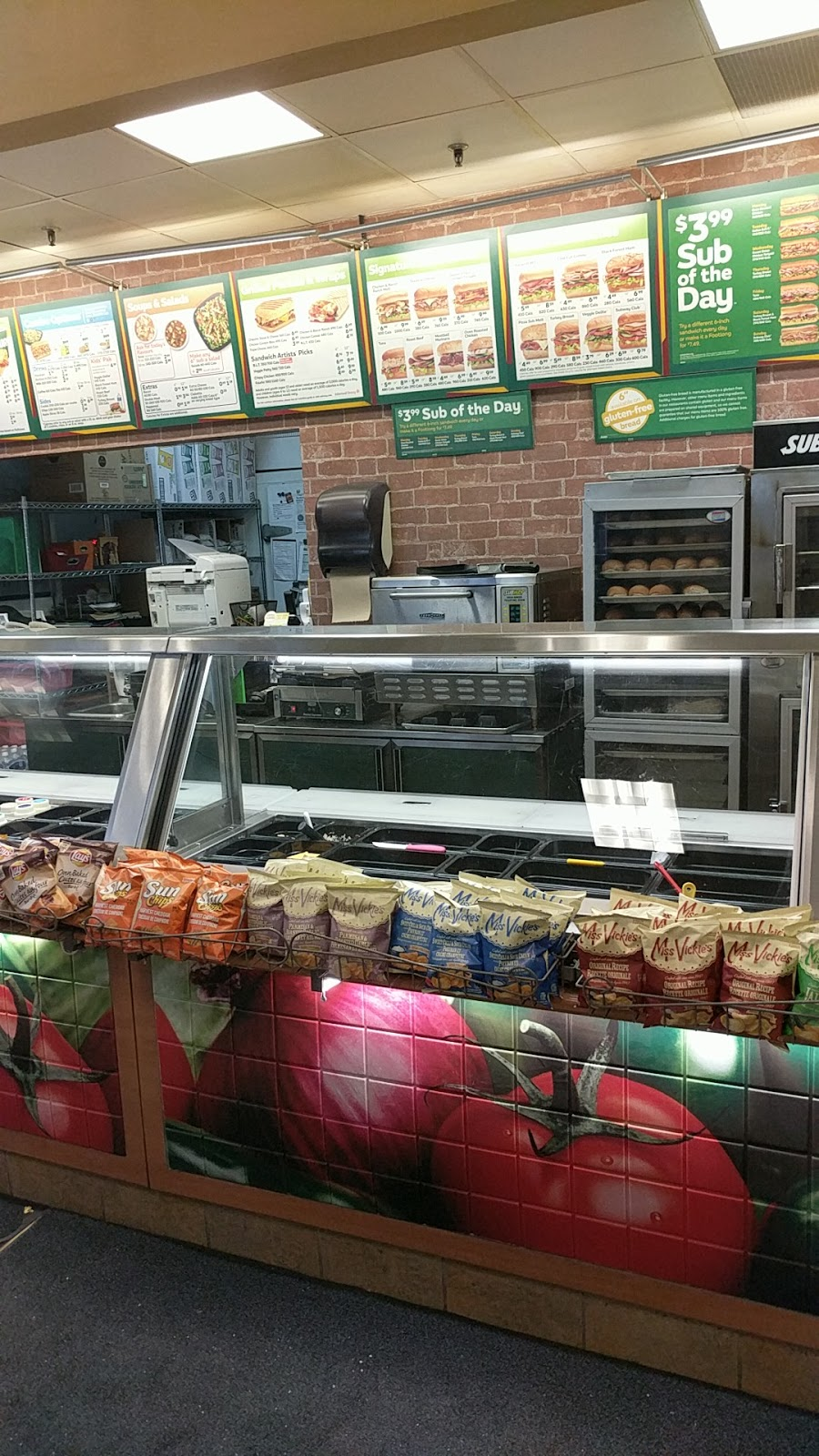 Subway   meal takeaway   2458 Dundas St W, Mississauga, ON L5K 1R8, Canada   9058223664 OR +1 905-822-3664