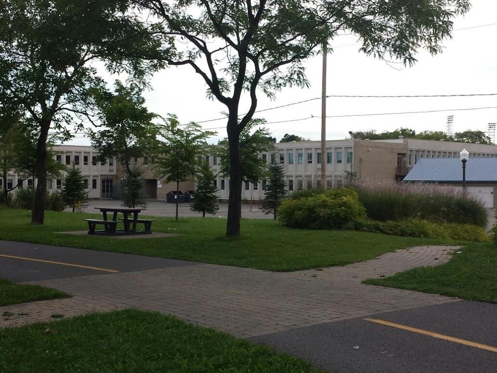 Cardinal-Roy Secondary School | school | 50 Rue du Cardinal-Maurice-Roy, Québec, QC G1K 8S9, Canada | 4186864040 OR +1 418-686-4040