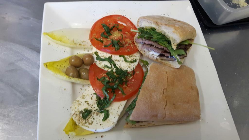Bella Vita Cucina | restaurant | 493 Kathleen St, Sudbury, ON P3C 2M7, Canada | 7056708482 OR +1 705-670-8482