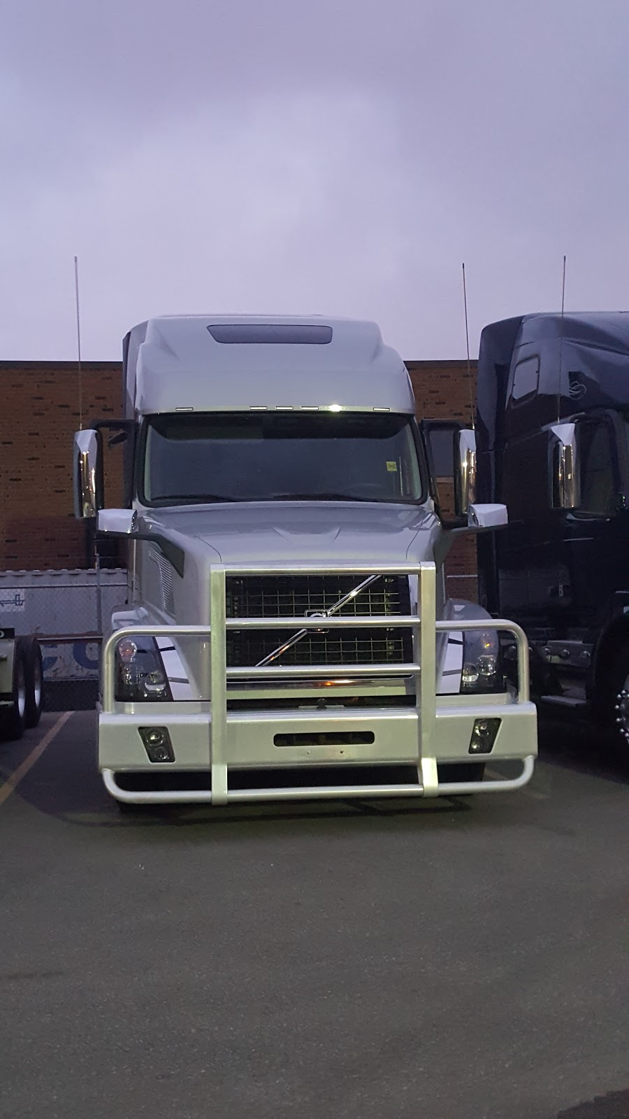 Arrow Truck Sales Canada | store | 1285 Shawson Dr, Mississauga, ON L4W 1C4, Canada | 9055643411 OR +1 905-564-3411