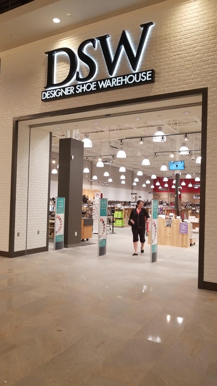 Designer Shoe Warehouse DSW, Nisku, AB