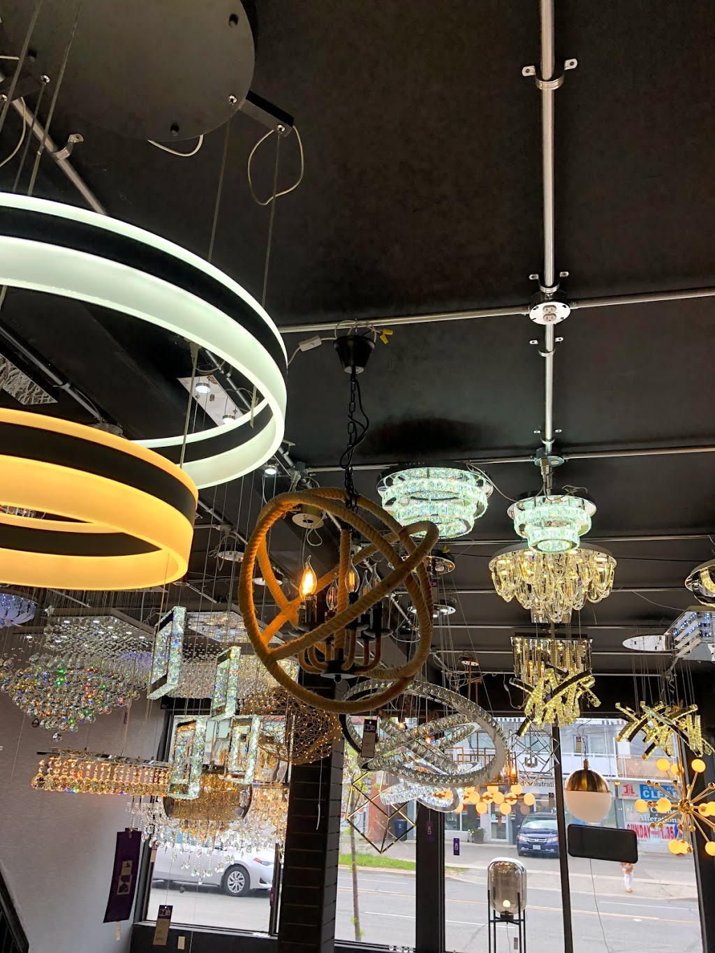 Modern Living Space | home goods store | 2885 Dufferin St, North York, ON M6B 3S5, Canada | 4168475021 OR +1 416-847-5021