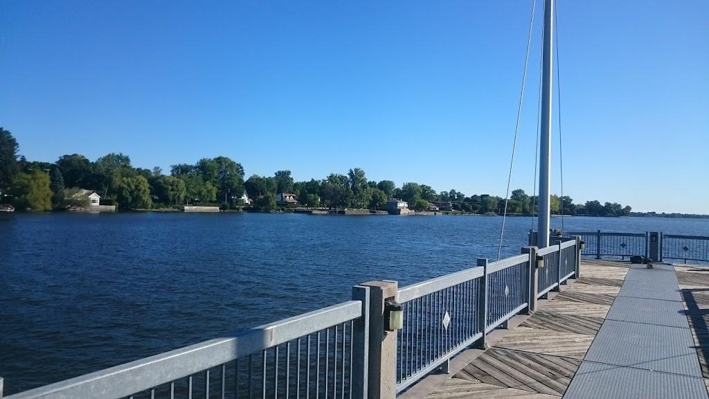Pointe Claire Hermitage Park | park | 228 Chemin du Bord-du-Lac, Pointe-Claire, QC H9S 4K6, Canada | 5146301250 OR +1 514-630-1250