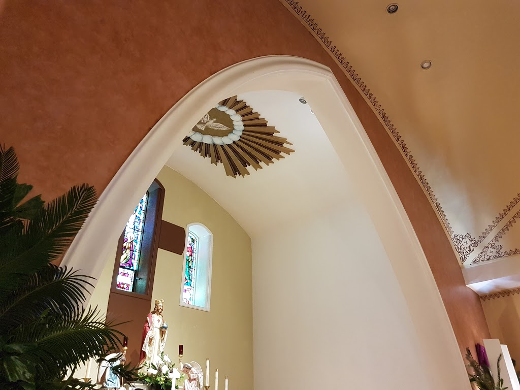 Christ the King Roman Catholic Church   church   3674 Lake Shore Blvd W, Etobicoke, ON M8W 1N6, Canada   4162518983 OR +1 416-251-8983