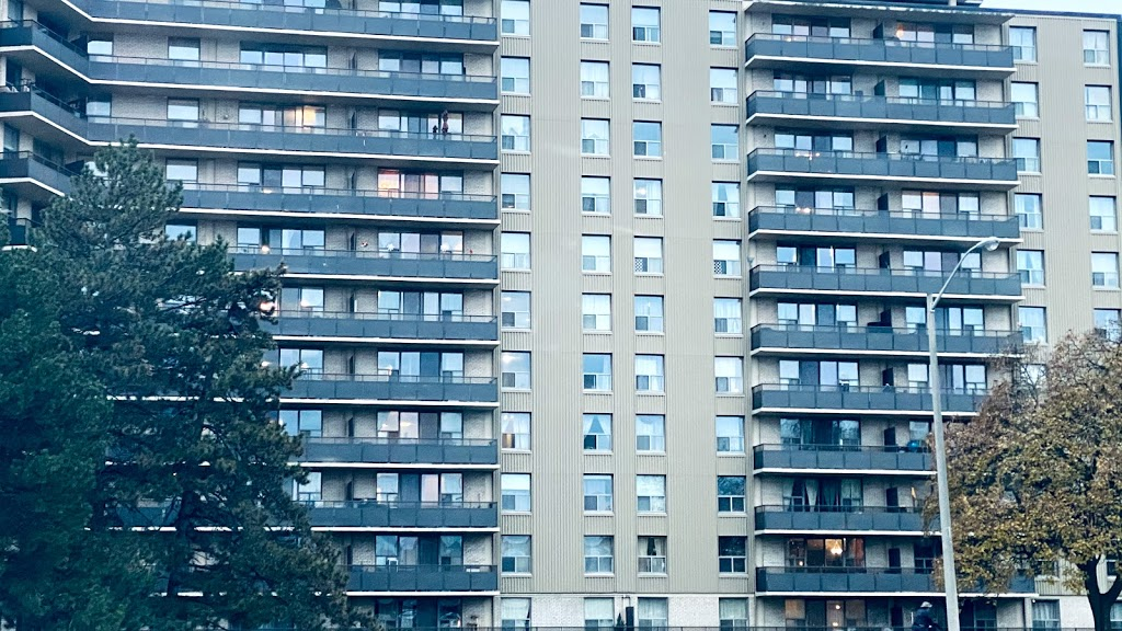 Royal Hill Apartments | point of interest | 34 Leith Hill Rd, North York, ON M2J 1Z4, Canada | 4164943432 OR +1 416-494-3432
