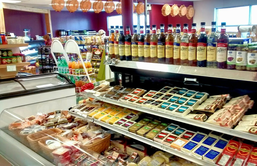 Vics Deli and Grocery | store | Winnipeg, MB R3T 1Z7, Canada | 2044758332 OR +1 204-475-8332