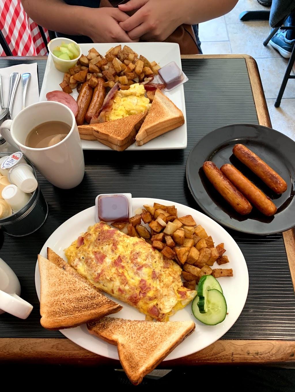 Bobbys Table | restaurant | 255 Montreal Rd, Vanier, ON K1L 6C4, Canada | 6137409333 OR +1 613-740-9333