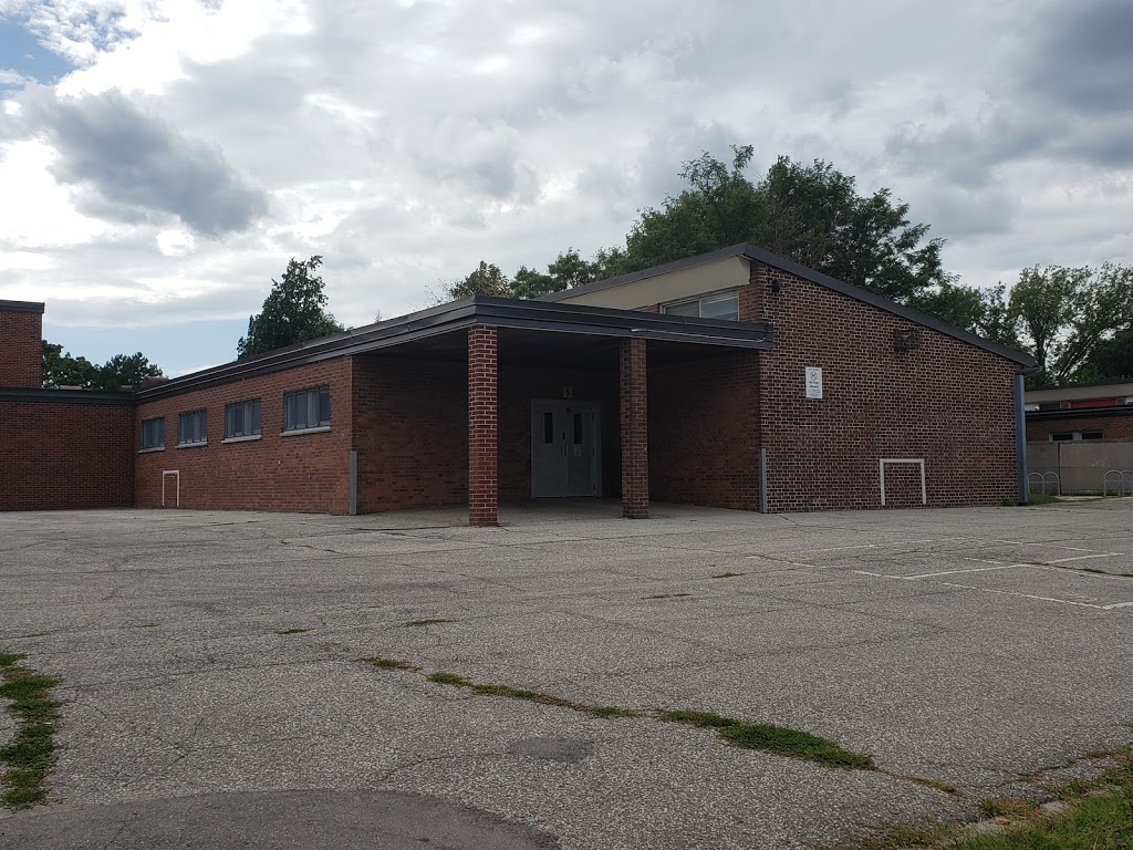 Park Lawn Junior Middle School | school | 71 Ballacaine Dr, Etobicoke, ON M8Y 4B6, Canada | 4163947120 OR +1 416-394-7120