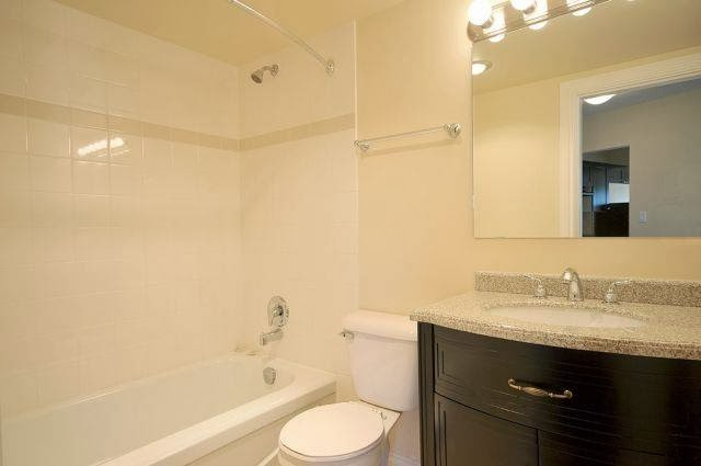 Apartments R us | real estate agency | 967 Collinson St, Victoria, BC V8V 3B7, Canada | 2506867600 OR +1 250-686-7600