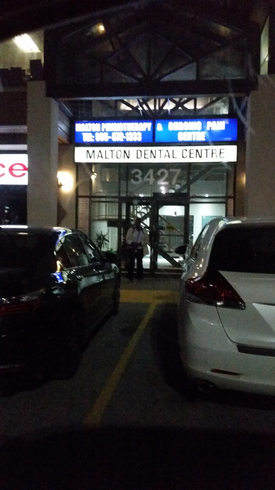 Chagger Dental Clinic Mississauga | dentist | 3427 Derry Rd E, Mississauga, ON L4T 4H7, Canada | 9056722244 OR +1 905-672-2244