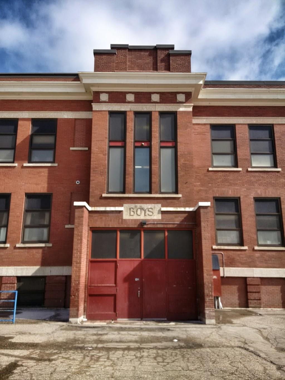 Kitchener School   school   840 Athol St, Regina, SK S4T 3B5, Canada   3067918516 OR +1 306-791-8516