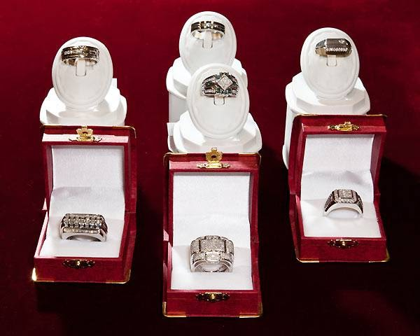 Gold Plaza | jewelry store | 320 Bayfield St, Barrie, ON L4M 3C1, Canada | 7057333870 OR +1 705-733-3870