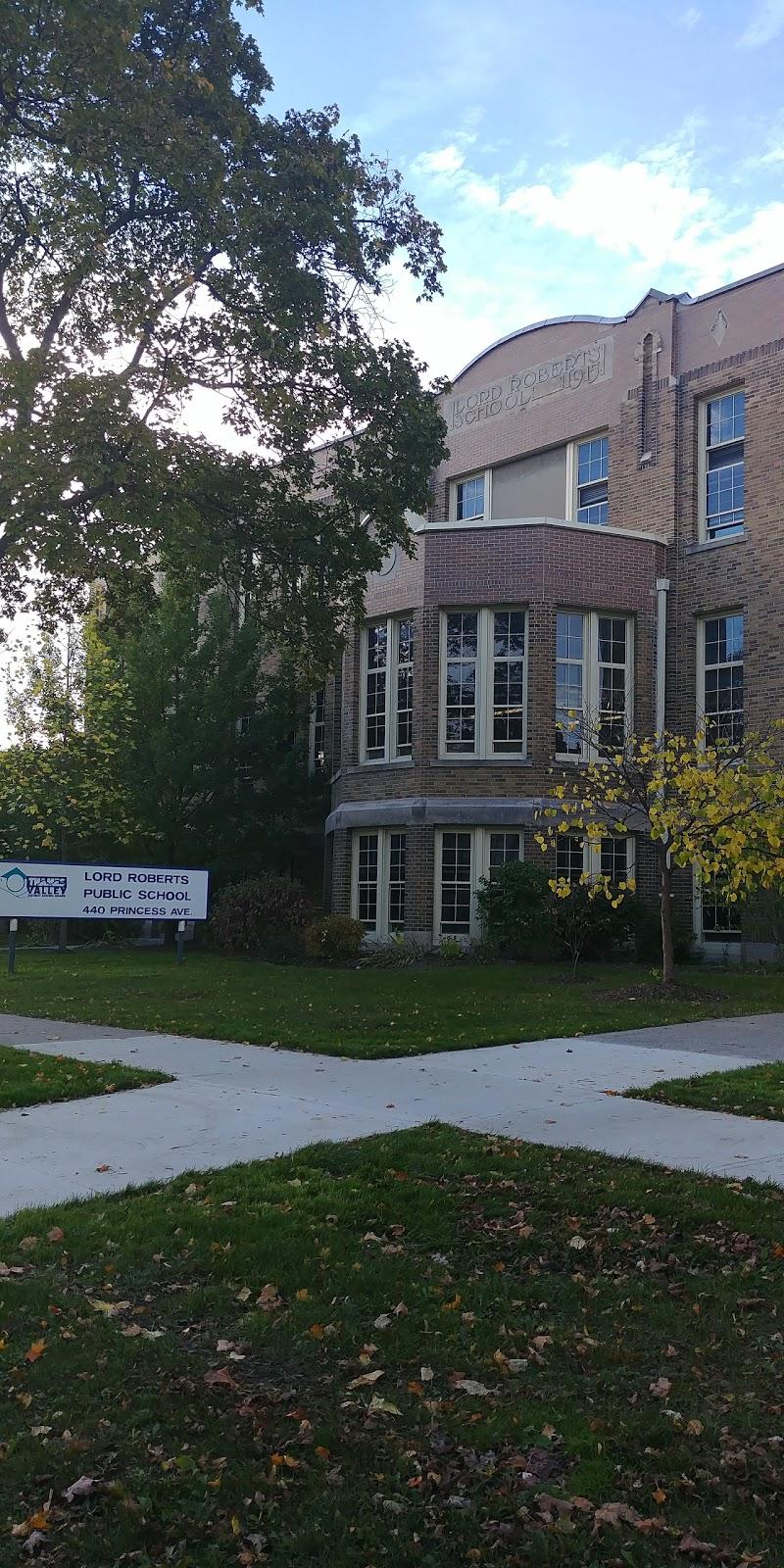 Lord Roberts Public School | school | 440 Princess Ave, London, ON N6B 2B3, Canada | 5194528330 OR +1 519-452-8330