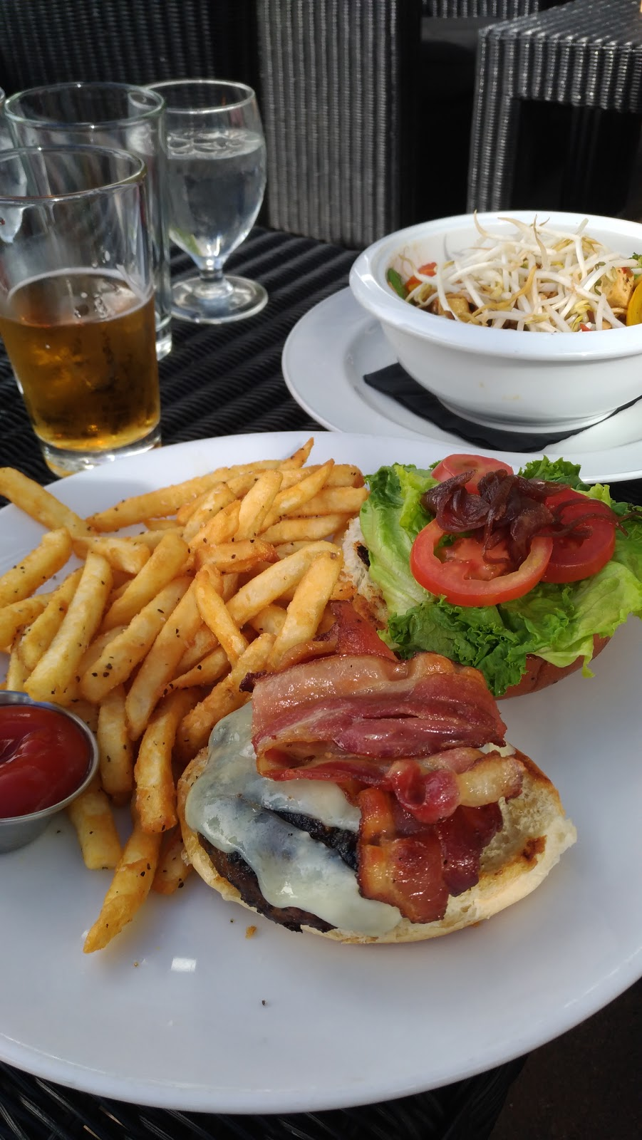 Glo Restaurant + Lounge   restaurant   2940 Jutland Rd, Victoria, BC V8T 5K6, Canada   2503855643 OR +1 250-385-5643