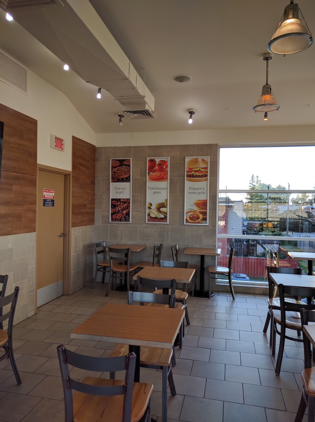 Harveys | restaurant | 3201 Rue, Boul Crémazie E, Montreal, QC H1Z 2H6, Canada | 5147292525 OR +1 514-729-2525