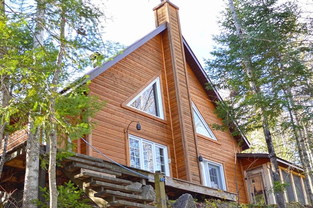 Chalet le Givre des bois   point of interest   1130 Chemin Villeneuve Rue Brithanny, Saint-Alexis-des-Monts, QC J0K 1V0, Canada   8778195424 OR +1 877-819-5424