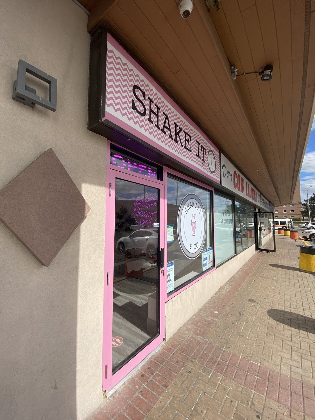 shake it & co   cafe   3427 Derry Rd E, Mississauga, ON L4T 1A8, Canada   9056712288 OR +1 905-671-2288