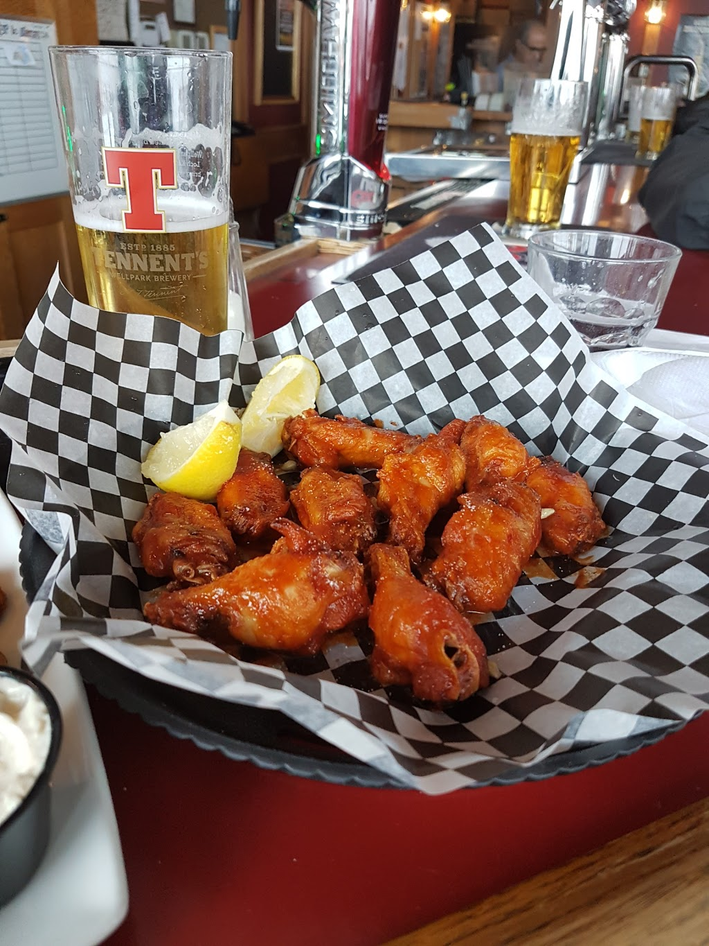 Wickies Pub And Restaurant | restaurant | 274 Burton Ave, Barrie, ON L4N 4C7, Canada | 7057250630 OR +1 705-725-0630
