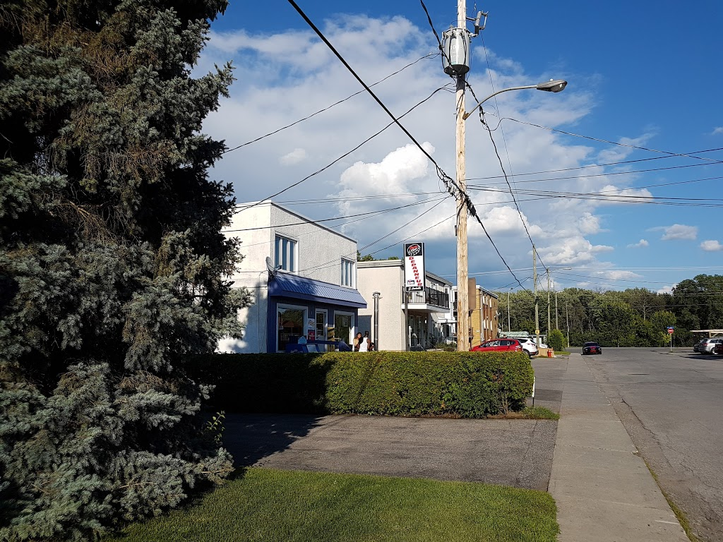 Depanneur Joanisse   convenience store   Rue Joanisse, Gatineau, QC J8X 1A4, Canada