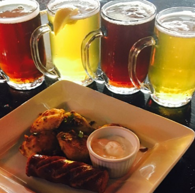 Fox & Hounds Pub & Brewery | meal takeaway | 20-7 Assiniboine Dr, Saskatoon, SK S7K 1H1, Canada | 3066642233 OR +1 306-664-2233
