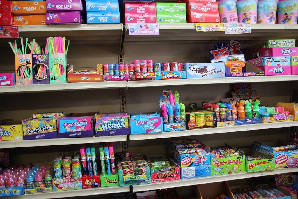 Au Royaume du Bonbon | convenience store | 3870 Rue Paré, Saint-Hubert, QC J3Y 4S3, Canada | 4506760770 OR +1 450-676-0770