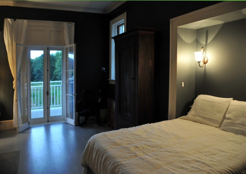 Gryphon Cottage | lodging | 1479 Lakeside Dr, Consecon, ON K0K 1T0, Canada | 9056275999 OR +1 905-627-5999