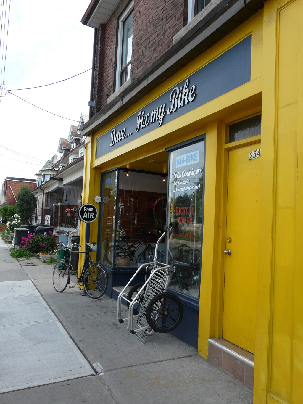 Dave... fix my bike | bicycle store | 254 Christie St, Toronto, ON M6G 3B8, Canada | 4169442453 OR +1 416-944-2453