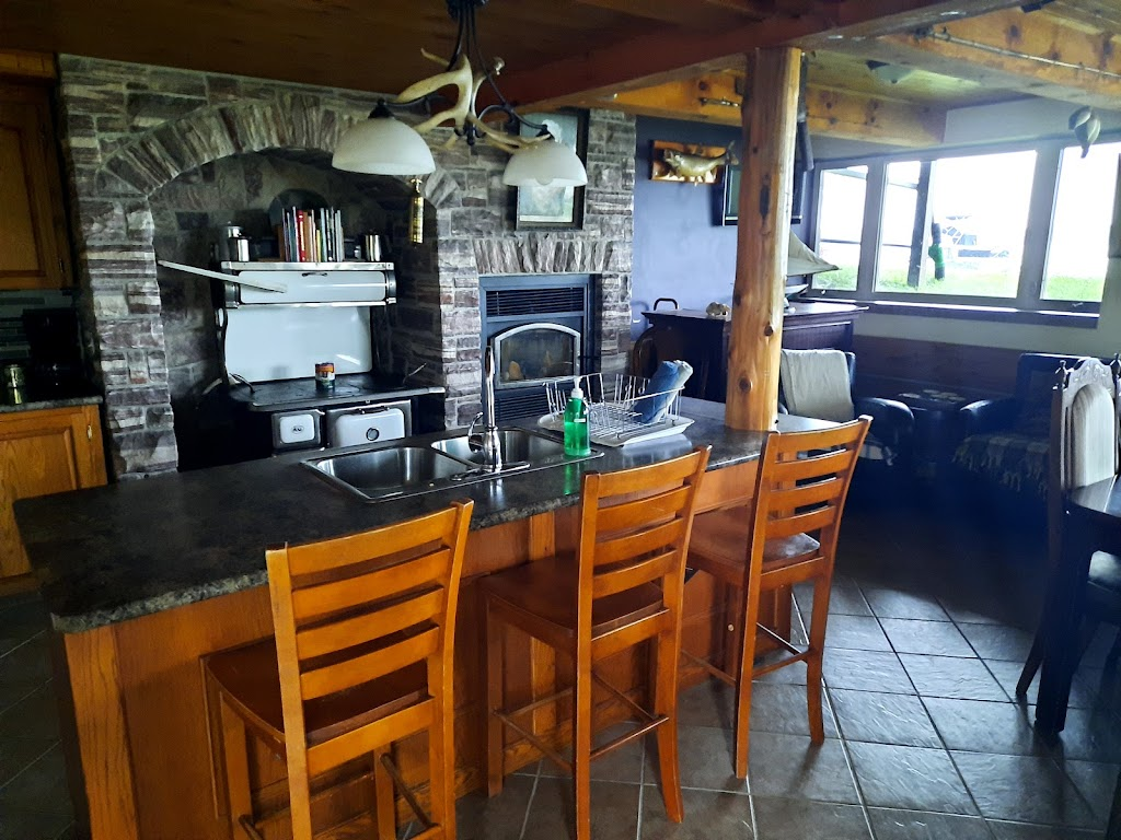 Hideout On Howe   point of interest   356 Driscoll Rd, Gananoque, ON K7G 2V6, Canada   6134539928 OR +1 613-453-9928