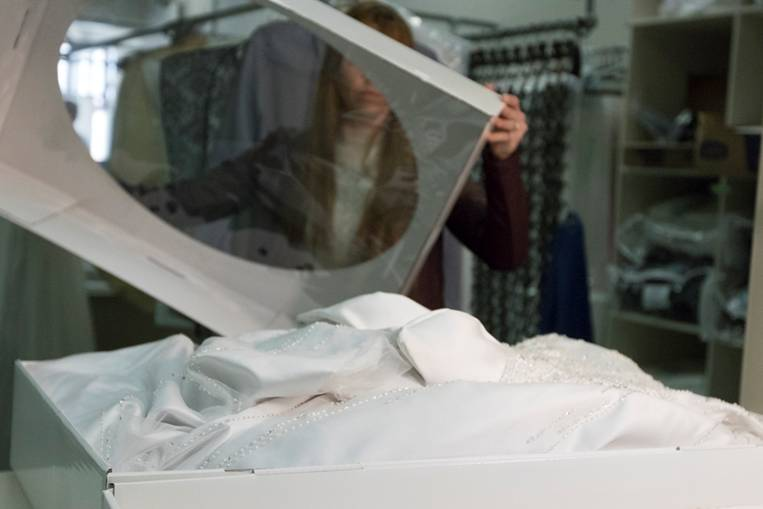 Carriage Trade Cleaners | laundry | 932 Simcoe St N, Oshawa, ON L1G 4W2, Canada | 9055767500 OR +1 905-576-7500