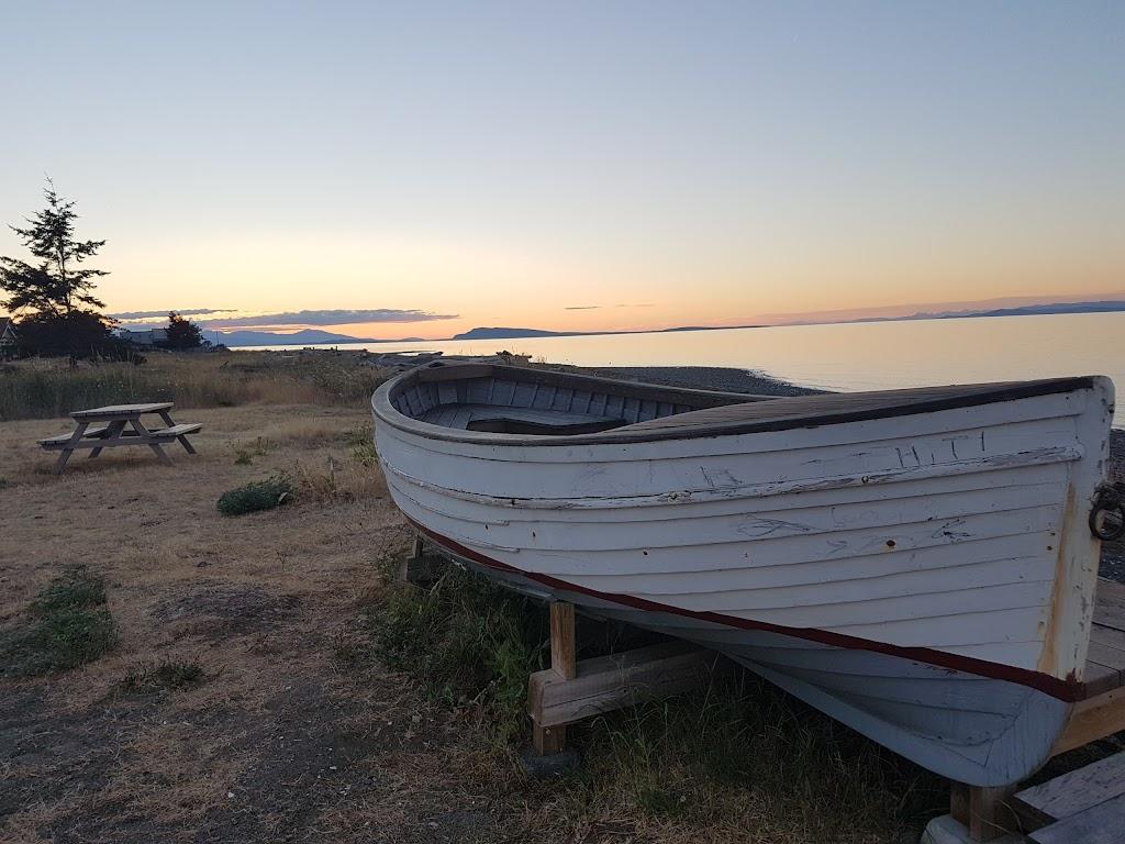 Seaview Resort | lodging | 911 McFeely Dr, Qualicum Beach, BC V9K 2B7, Canada | 2507526671 OR +1 250-752-6671