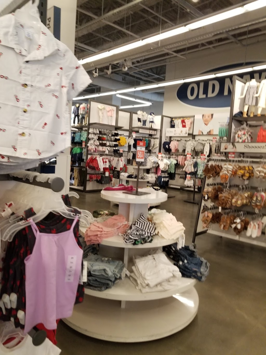 Old Navy | clothing store | 3122 Mount Lehman Rd, Abbotsford, BC V4X 2M9, Canada | 6045042437 OR +1 604-504-2437