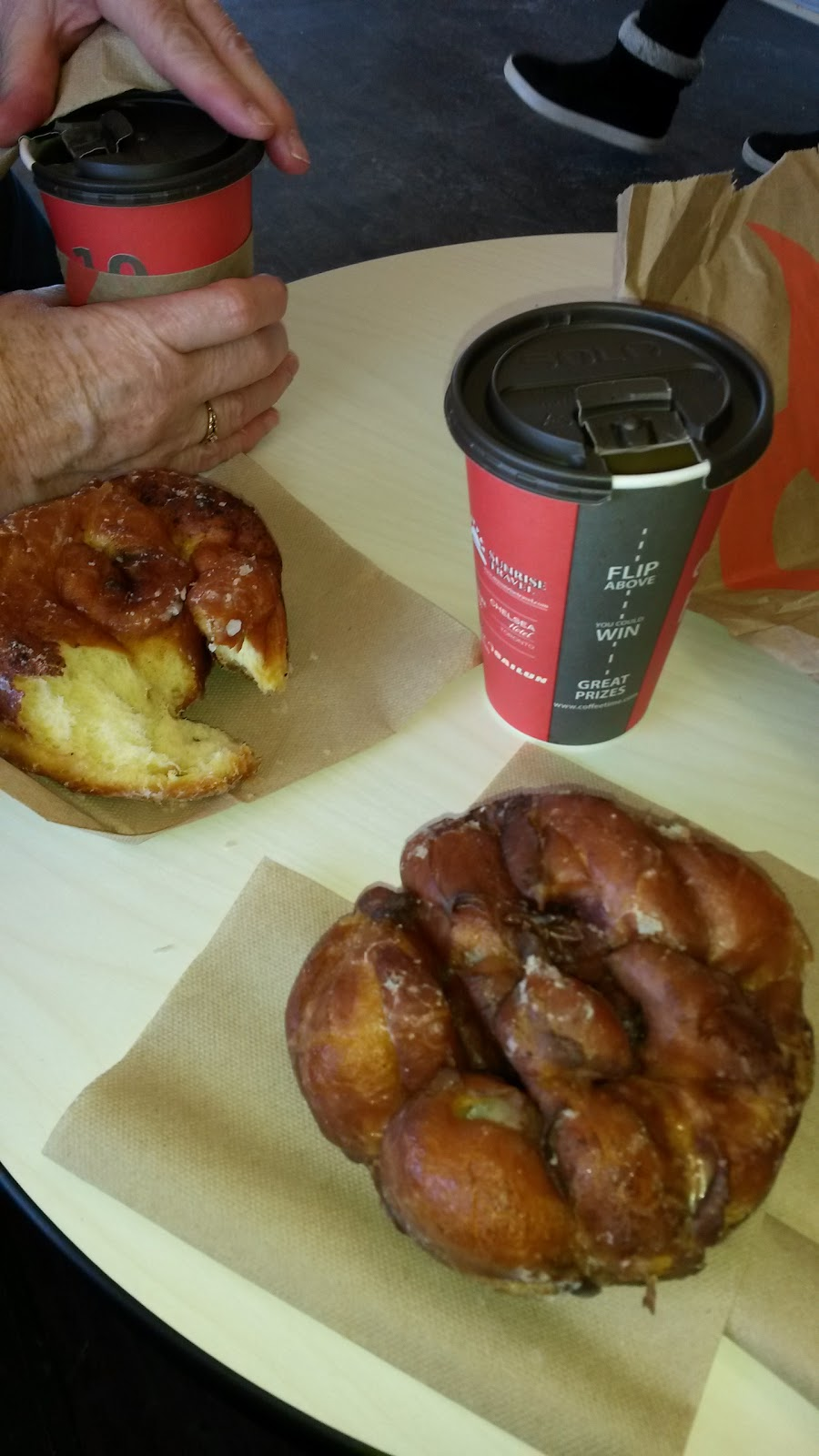 Coffee Time Donuts | bakery | 500 Rossland Rd W, Oshawa, ON L1J 3H2, Canada | 9052402436 OR +1 905-240-2436